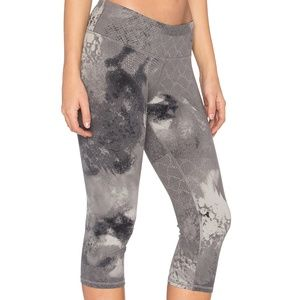 Alo Yoga - 'Airbrushed' Capri Leggings